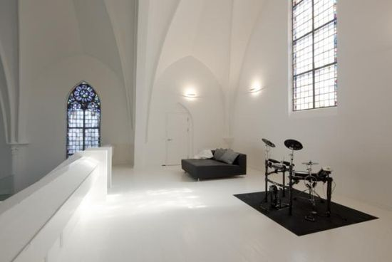 Old Dutch church converted into a beautiful house - Upstairs sleeping area and activity den -  by Zecc Architects