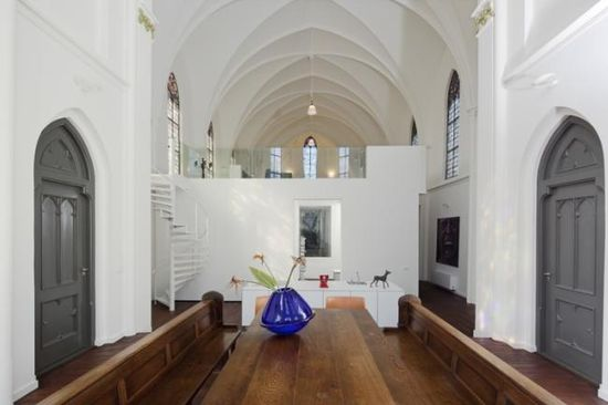 Old Dutch church converted into a beautiful house - Dining area -  by Zecc Architects 1