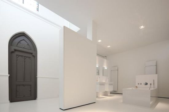 Old Dutch church converted into a beautiful house - Bathroom -  by Zecc Architects