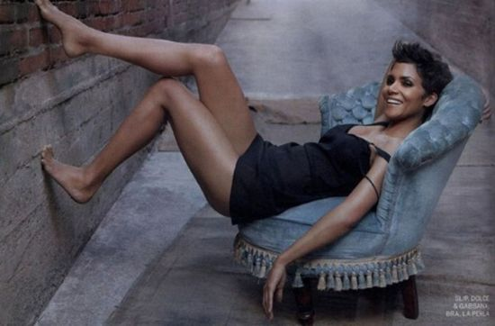 Ebony Magazine's March 2011 issue with photo of actress Halle Berry 2