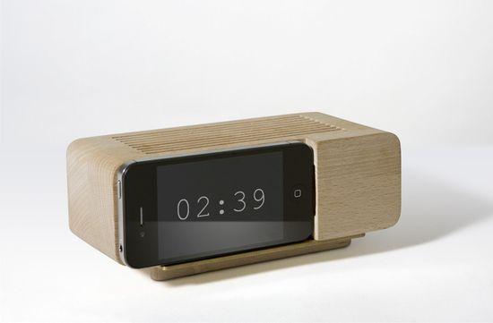Jonas Damon docking unit to make a digital display clock from your iPhone