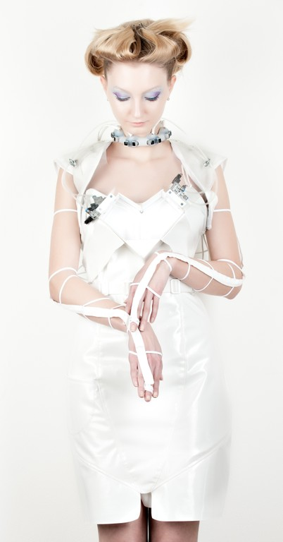 Anouk Wipprecht robotic drink dispensing dress 4