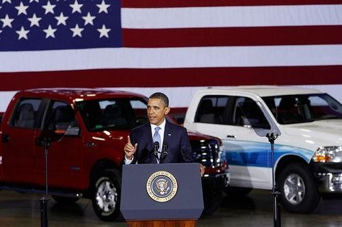 President Obama speaks before the nation's automobile manufacturing heads to propose a new 54.5 mpg CAFE standatrd by 2025