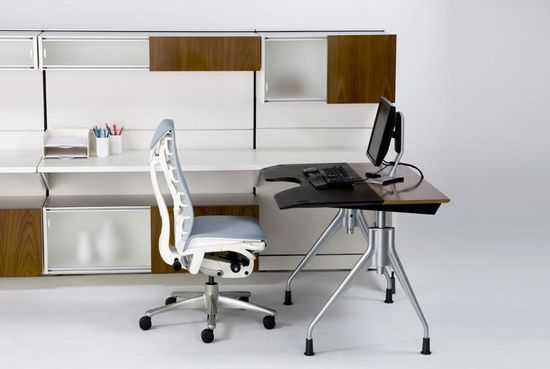 Envelop Desk in a workstation configuration