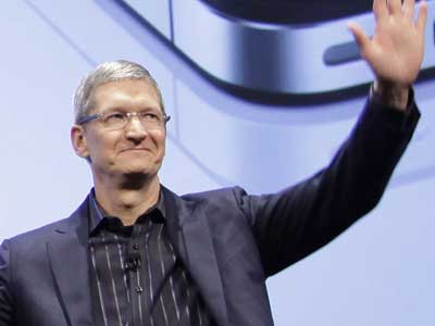 Tim Cook takes the helm at Apple with the resignation of Steve Jobs due to health reasons