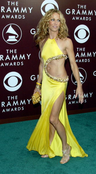 Sheryl Crow wears a yellow bare midriff gown to the 2005 Grammy's