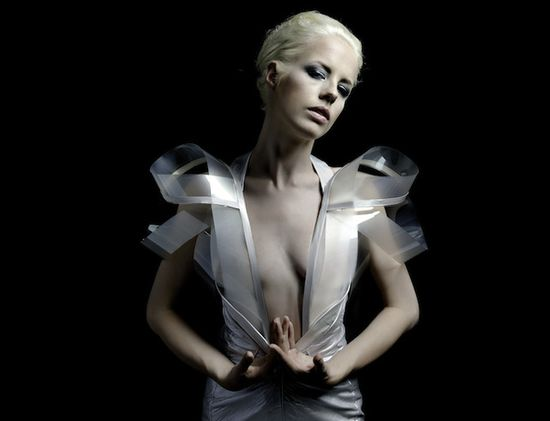Intimacy 2.0 hyper-sexy e-dress by Dutch designer Studio Roosegaarde 2