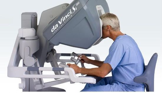 Intuitive Surgical da Vinci robotic surgical system'a hand controller's provide precise handling of the surgical robotic arms 1