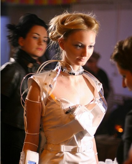 Anouk Wipprecht robotic drink dispensing dress 1