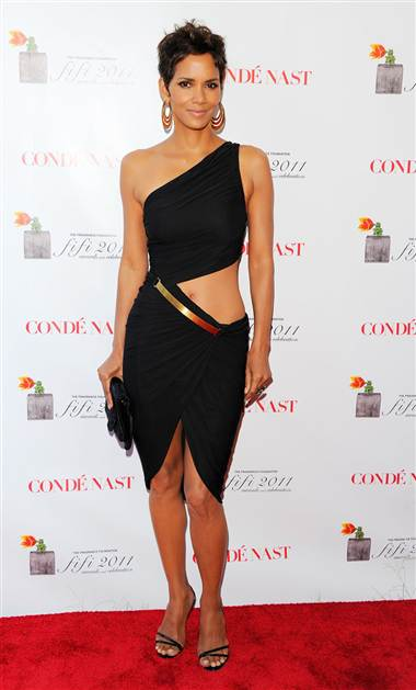 Halle Berry isn't afraid to show some skin at the 2011 FiFi Awards on May 25, 2011 in New York City.