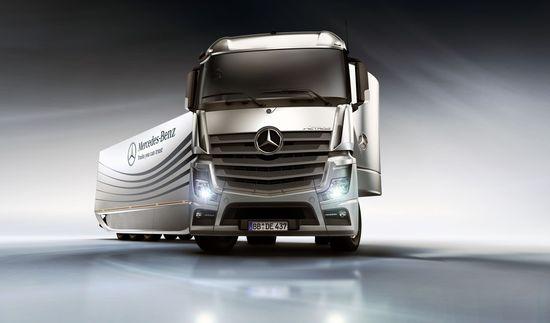 Mercedes-Benz Aero Trailer 1