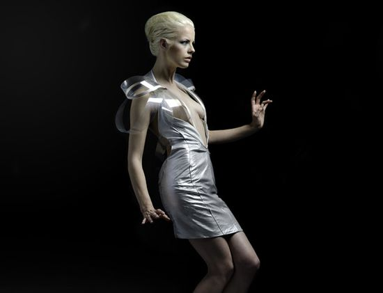 Intimacy 2.0 hyper-sexy e-dress by Dutch designer Studio Roosegaarde 1