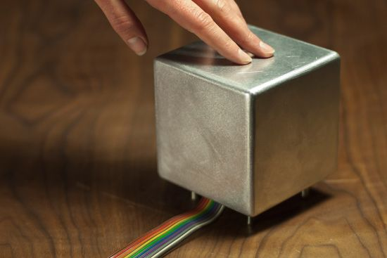 Cryoscope Haptic Weathervane includes a metal cube that automatically adjusts the temperature, allows you to actually feel the temperature with your hand