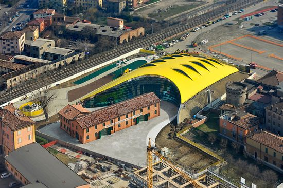 New Enzo Ferrari Museum looks like the hood of a hot sports car 1