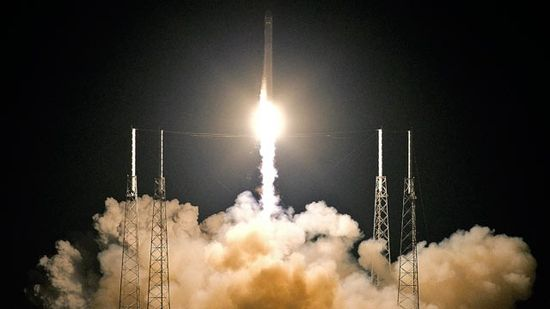 SpaceX successfully launches the Falon 9 rocket carrying the Dragon spacecraft into space orbit, docking with the International Space Station comes next