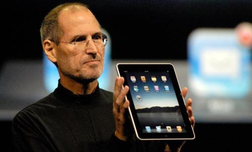 Steve Jobs unveils the Apple iPad in 2010