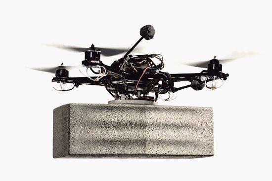 FlightAssembled Architecture using four quadrocopters to build a 20-ft tower 1