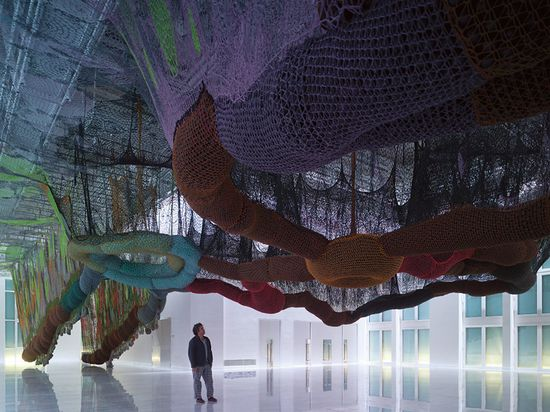 A massive maze of nets by Buenos Aires' Ernesto Neto puts Spiderman's webs to shame