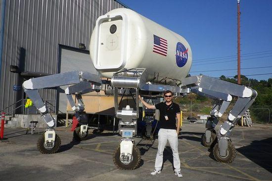 NASA JPL's Sinterator moon crawler robot