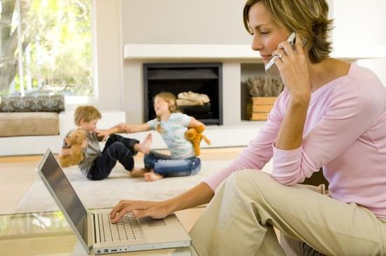Young mother telecommutes so she can spend more time with her children