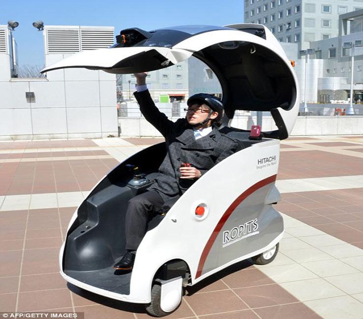 Hitachi's Ropits single passenger robot car