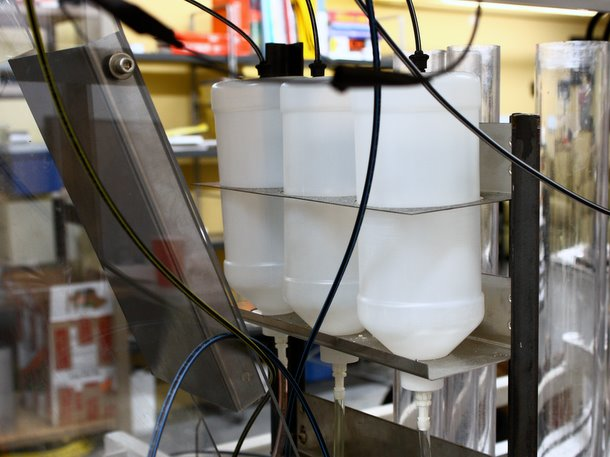Momentum Machines robotic burger is equipped for containers that automatically add mayonnaise, mustard and catsup to each hamburger
