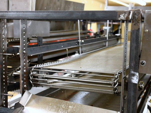 Momentum Machines robotic burger machine convenyor belt