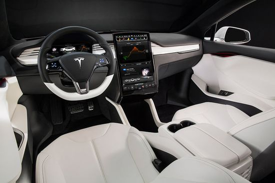 Tesla's Model X critics loved the interior features, including a 17-inch touch-screen dash