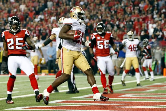 Frank Gore #21 of the San Francisco 49ers scores a 5-yard rushing touchdown in the third quarter against the Atlanta Falcons in the NFC Championship game