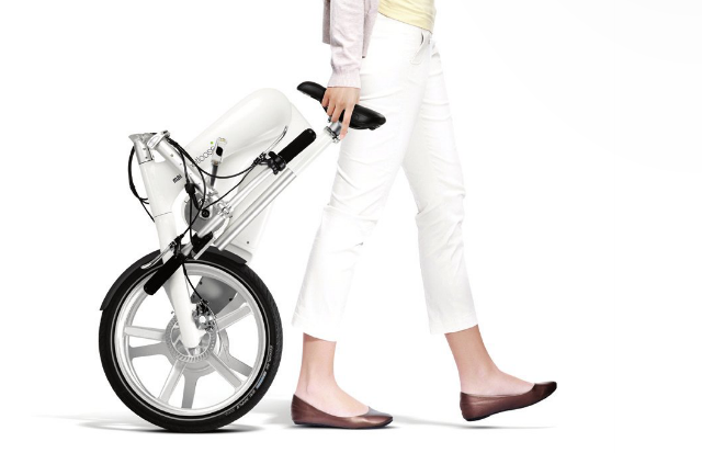 The Footloose chainless folding electric bike 4