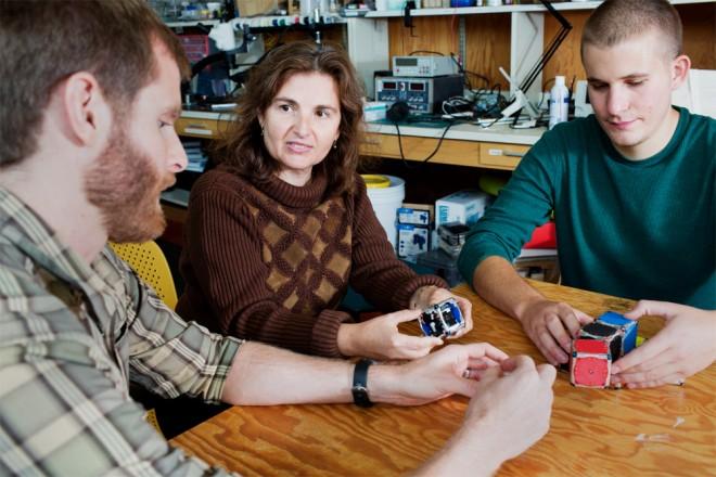 MIT M-Blocks engineering team (l-to-r) John Romanishin, Daniela Rus and Kyle Gilpin