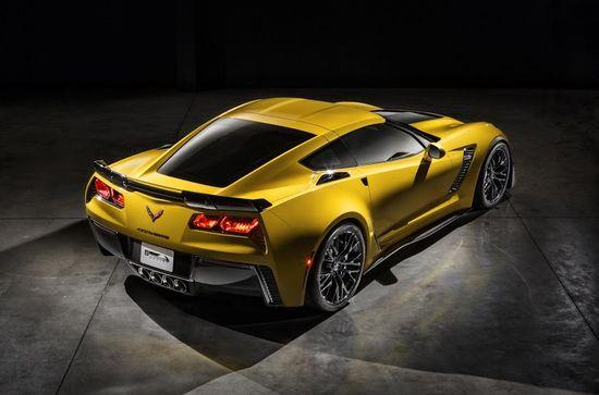 2015-Chevrolet-CorvetteZ06-030