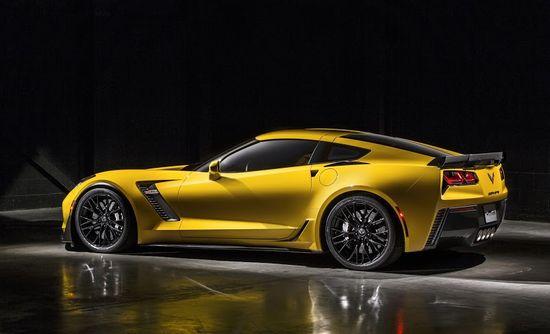 2015-Chevrolet-CorvetteZ06-031