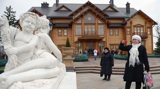 Front entrance to the Ukrainian Presidential Palace