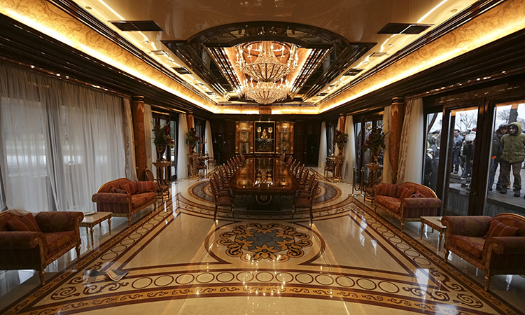 The opulent dining room of the Ukrainian presidential palace