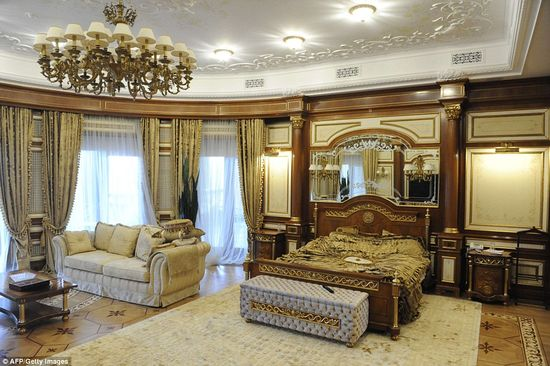 Former Ukrainian president Viktor Yanukovych's bedroom is something out of Louis the XV