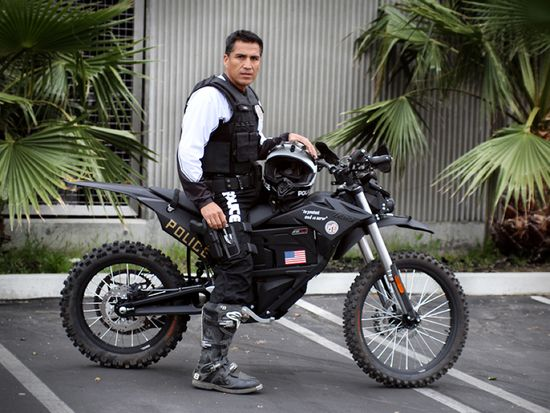 The Los Angeles Police Department has bought a Zero MMX electric motorcycle, that offers the advantages of a regular motorcyle with the addition of stealth