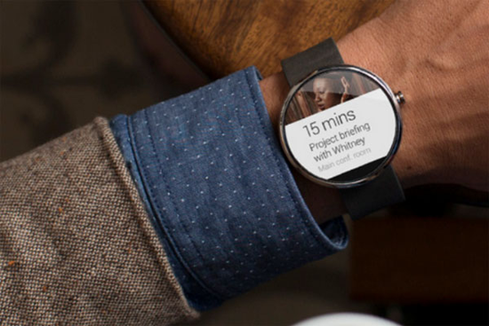 Moto 360 face switches to display reminders and incoming messages