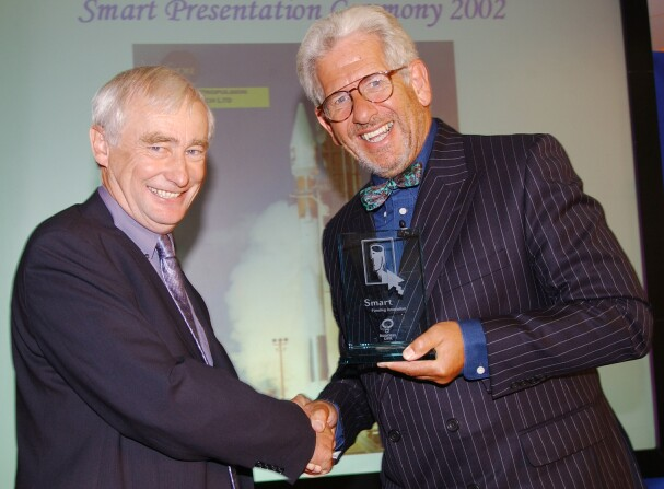 Roger Shawyer (left), receiving a DTI SMART Award for his EmDrive concept in August 2001