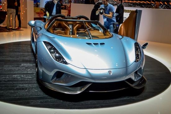 The 1,500-hp Regera powertrain includes a V8 engine and three electric motors