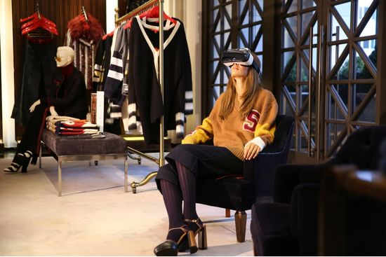 26c6d601 To capture the all-around image, Hilfiger worked with WeMakeVR, a start-