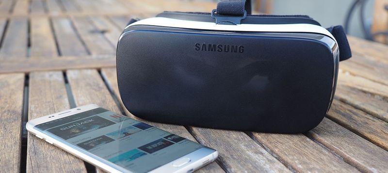 Samsung Gear VR headset 13
