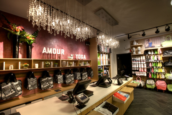 Lululemon Athleica retail store interior and layout 2