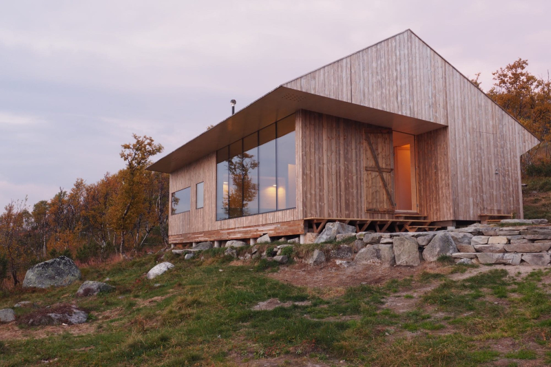 Cabin Ustaoset is isolated  on top of a hill  3500 ft above sea level  has a total floorspace of 72 sq m (775 sq ft) (Credit Knut Bry)