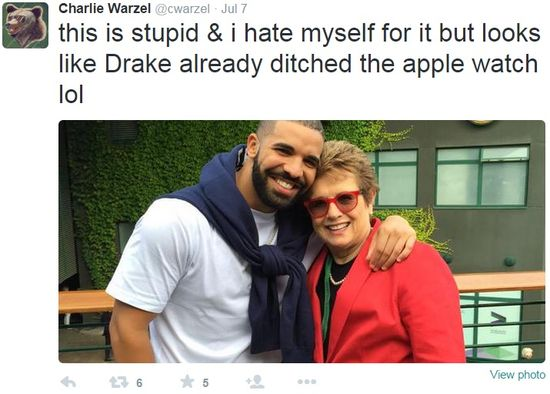 Charlie Warzel tweet of July 7, 2015 about Drake not wearing his Apple Watch