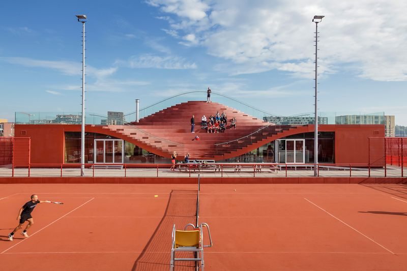 MVRDV COMPLETES THE COUCH, A CLUB HOUSE FOR AMSTERDAM'S TENNISCLUB IJBURG 1