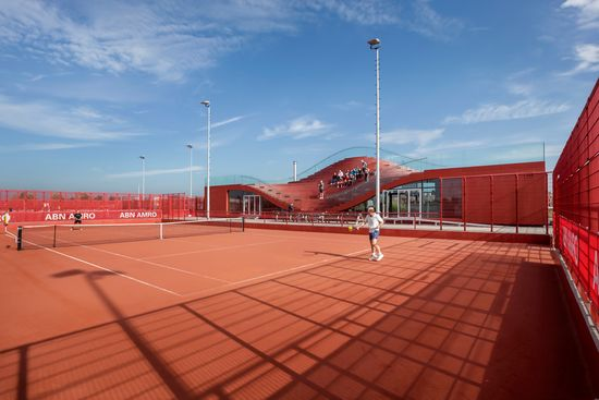 MVRDV COMPLETES THE COUCH, A CLUB HOUSE FOR AMSTERDAM'S TENNISCLUB IJBURG 2