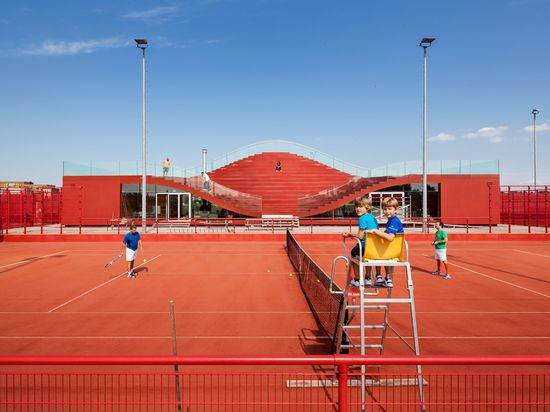 MVRDV COMPLETES THE COUCH, A CLUB HOUSE FOR AMSTERDAM'S TENNISCLUB IJBURG 8