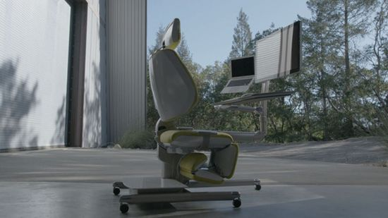 Altwork Station - The new Altwork Station, designed by aerospace engineers, has a standing and sitting