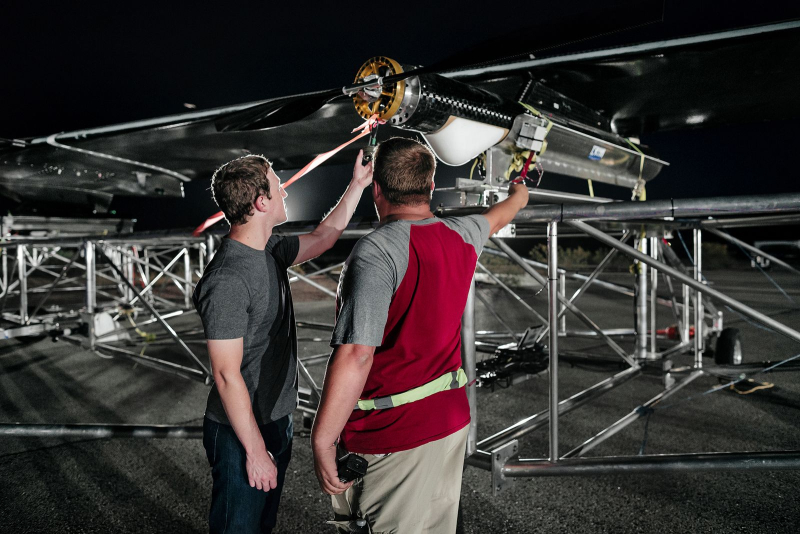 Facebook's Aquila the world's first solar-powered wireless drone takes fight 3
